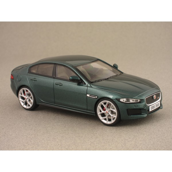 jaguar xe s 2015 green met die cast mod le de collection premium x. Black Bedroom Furniture Sets. Home Design Ideas