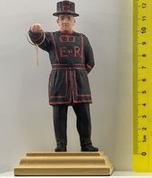 Beefeater with a key - Image 1