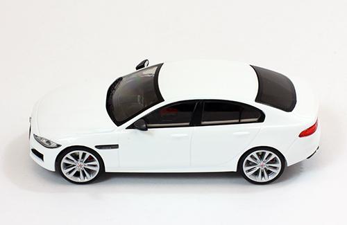 jaguar xe r sport 2015 white die cast mod le de collection premium x. Black Bedroom Furniture Sets. Home Design Ideas