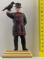 Beefeater with raven - Image 1