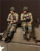 1 Lieutenant  and sergeant 101st Airborne Division on Sherman - Image 1