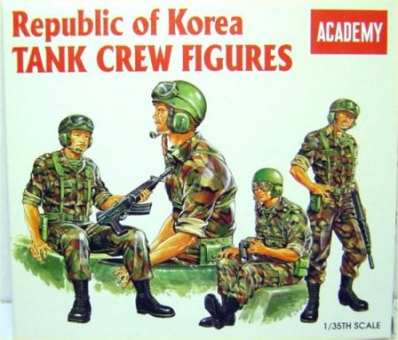 Korean Tank Crew Figure Set - Image 1